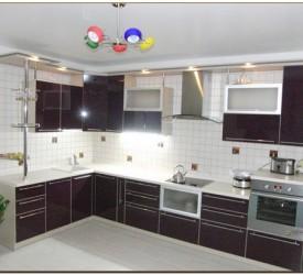 кухня с фасадами акрилайн