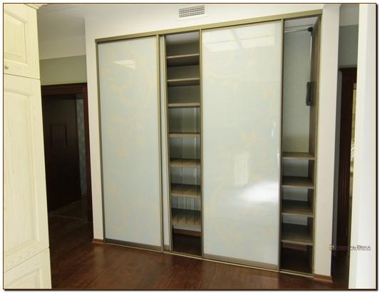 Встроенные шкафы в нише