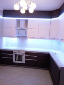 08-1 кухня современная с подсветкой