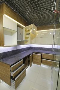 08-1 кухня угловая с подсветкой
