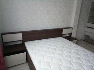 13 кровать с монолитным изголовьем