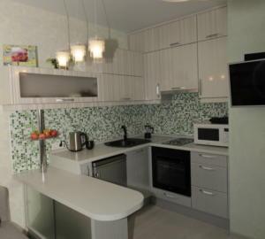 34 кухня модерн для квартиры-студии