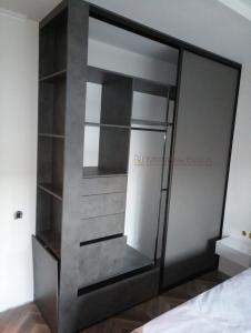 49 встроенный шкаф-купе в спальню с открытой консолью